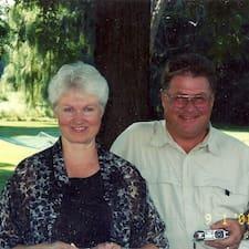 Kathy & Tom er ofurgestgjafi.