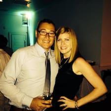 Nicole & Ryan是房东。