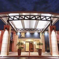 Профиль пользователя Twelve Oaks Hotel