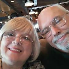 Carolyn And Jim on supermajoittaja.