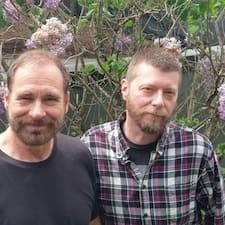 โพรไฟล์ผู้ใช้ Bob & Kyle