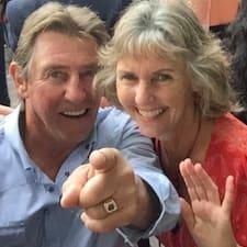 Jim & Deb es un Superanfitrión