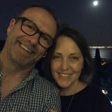 Profil Pengguna Holly & Peter