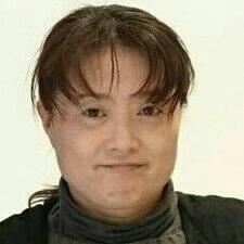 由美 felhasználói profilja
