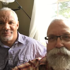 Guy & Curt is een SuperHost.