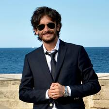 Riccardo bir süper ev sahibi.