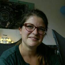 Profil Pengguna Corinna