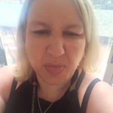 Hayley felhasználói profilja