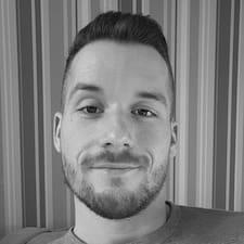 Simon felhasználói profilja