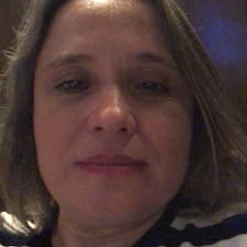 Claudia的用戶個人資料