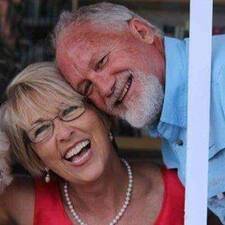โพรไฟล์ผู้ใช้ Judy & Mark