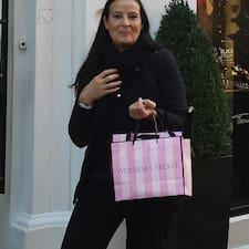 Maria Grazia est un Superhost.