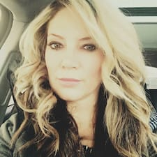 Потребителски профил на Ashley