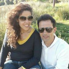 Laura  & Jorge è un Superhost.