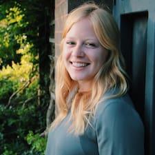 Carly felhasználói profilja