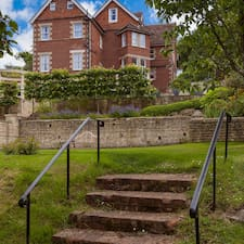 Tasburgh House felhasználói profilja
