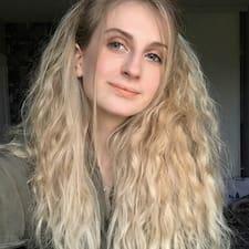 Chloé felhasználói profilja