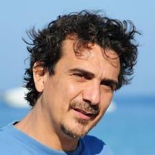 Fabrizio est un Superhost.