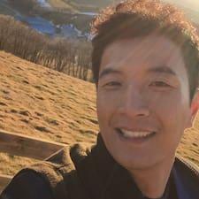 Moonhyung es SuperAnfitrión.