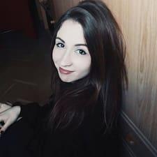 Profil Pengguna Laura