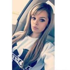 Profil Pengguna Monique