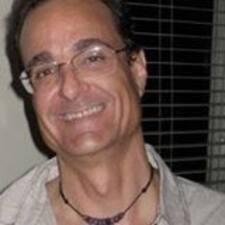 Profil Pengguna Larry