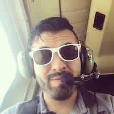 Carlos is een SuperHost.