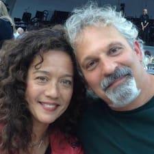Profil Pengguna Jonathan And Monica