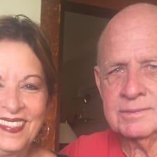 Suzanne And Richard (Prof) es un Superanfitrión