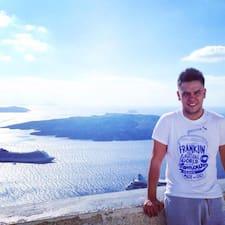 Kostas è un Superhost.