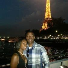 โพรไฟล์ผู้ใช้ Jamone   &  Monique