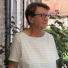 Françoise bir süper ev sahibi.