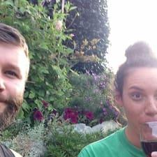 Adam & Larrissa的用户个人资料