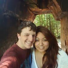 Carolyn And Josiah felhasználói profilja