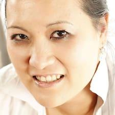 Profil Pengguna Anne-Charlotte