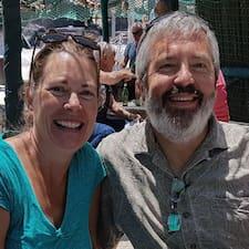 Julie & Dan Kullanıcı Profili