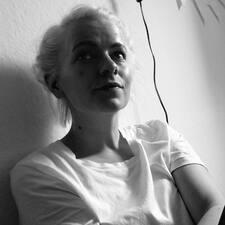 Profilo utente di Esther Marie