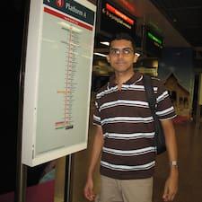 Suram felhasználói profilja