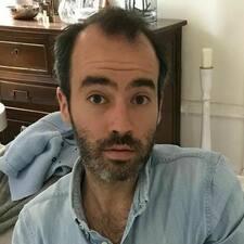 โพรไฟล์ผู้ใช้ Adrien