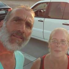 โพรไฟล์ผู้ใช้ Andrew & Naomi