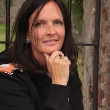 Evelina felhasználói profilja