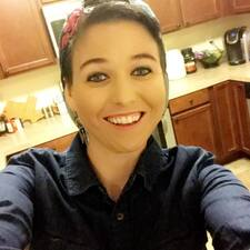 Profil Pengguna Casey