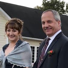 Greg And Linda — суперхозяин.