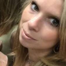 Estelle felhasználói profilja