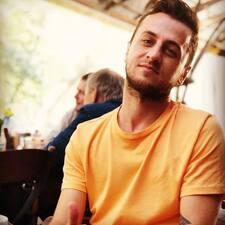 Valentino felhasználói profilja