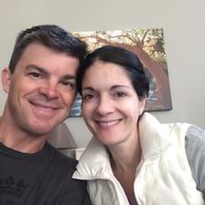 Katie And Brock bir süper ev sahibi.