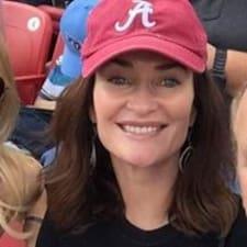 Profil Pengguna Mary Carolyn