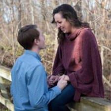 Joshua And Caitlin felhasználói profilja
