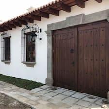 Juan Luis bir süper ev sahibi.