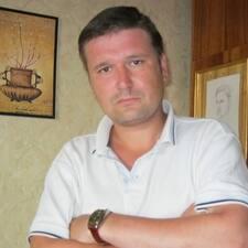 Владимир je domaćin.